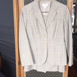 Lightweight suit jacket